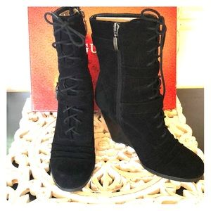 Guess black suede wedge boots sz 8.5